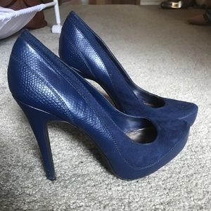 Sky blue velvet and leather heels